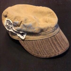 Flat top cap with skeleton key
